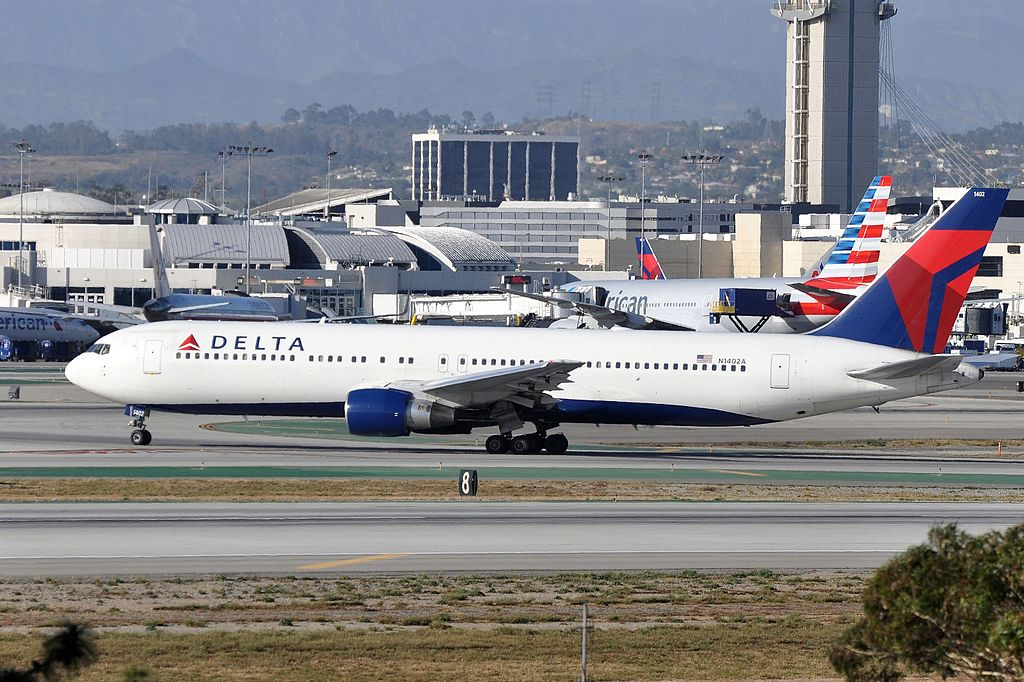 Delta Air Lines, Boeing 767-332, N1402A - LAX
