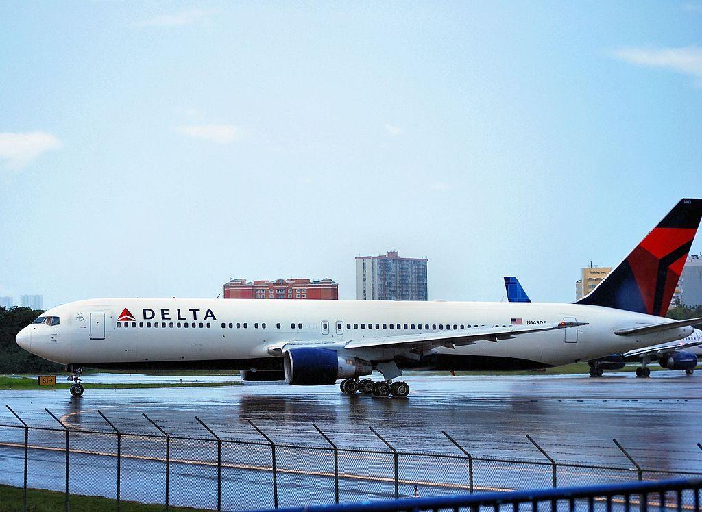 Delta Air Lines Boeing 767-332 N143DA - 1403 (cn 25991-721) at San Juan - Luis Munoz Marin International (SJU : TJSJ) Puerto Rico