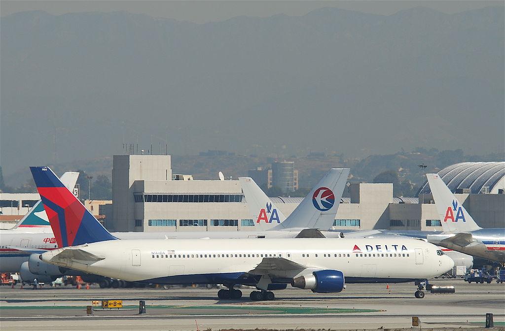 Delta Air Lines Boeing 767-332; N144DA Taxiing @LAX