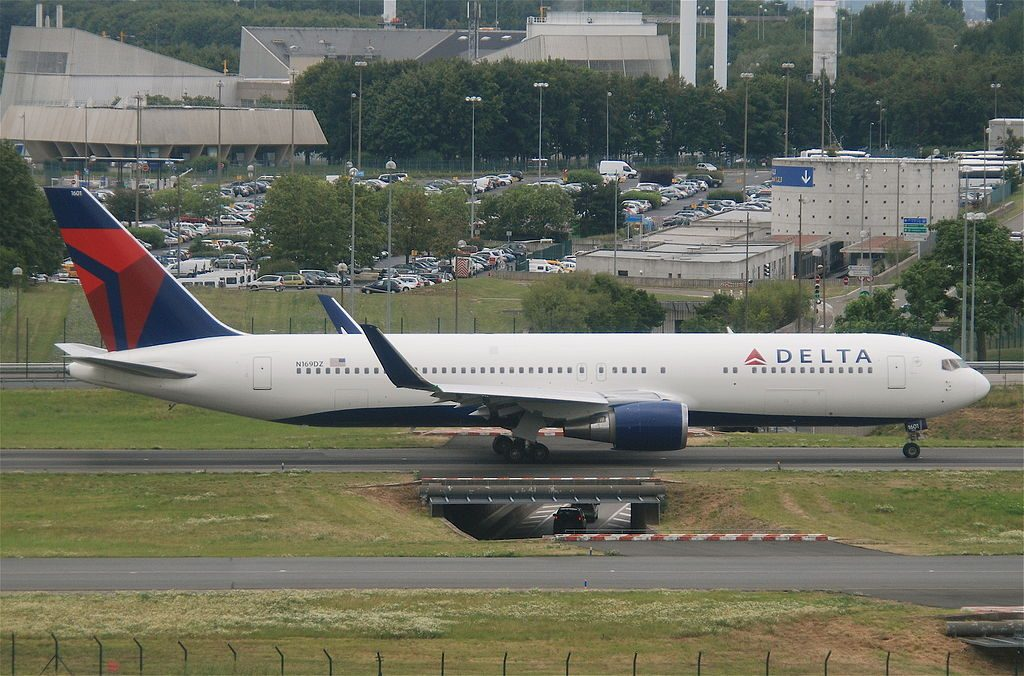 Delta Air Lines Boeing 767-332ER; N169DZ @CDG Paris Charles de Gaulle Airport