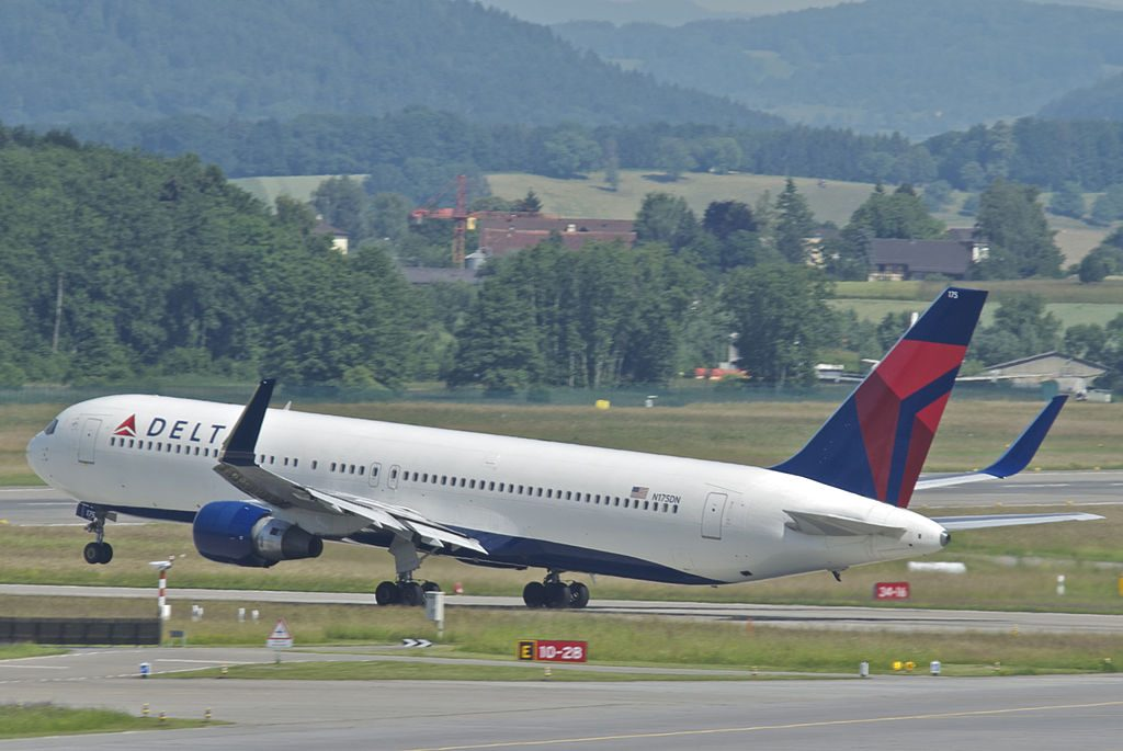Delta Air Lines Boeing 767-332ER cn:serial number- 24803:318 N175DN @ZRH Departing as DL207 to New York JFK