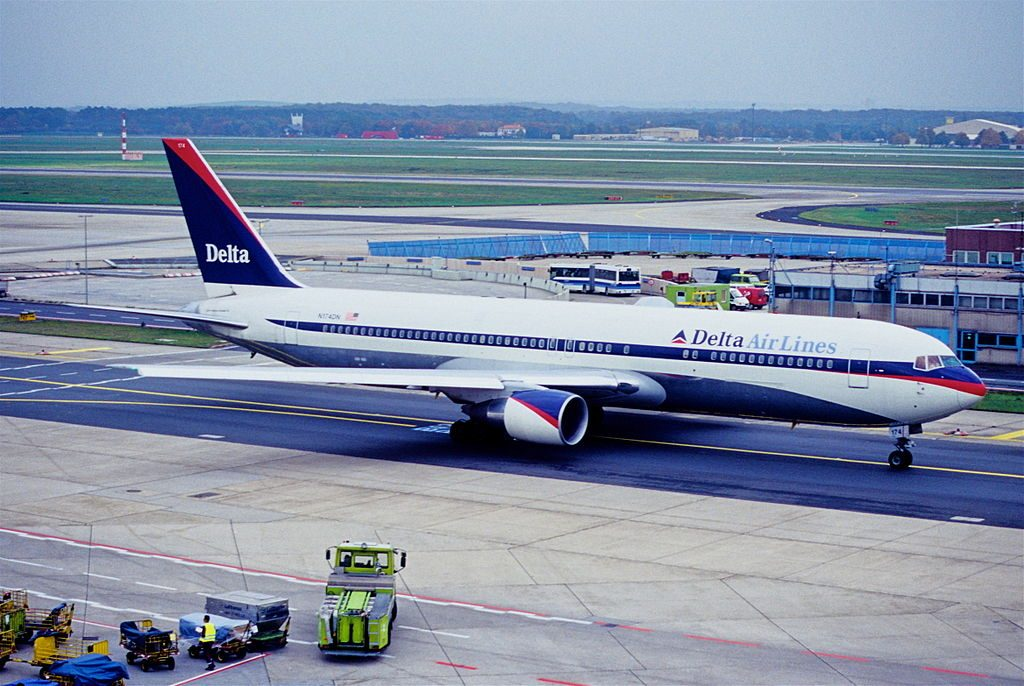 Delta Air Lines Boeing 767-332ER (old livery colors) N174DN @FRA Frankfurt Airport Germany