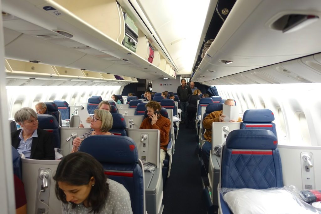 Delta Air Lines Boeing 767-400ER Business Class (DELTA ONE) Cabin Layout Design Photos