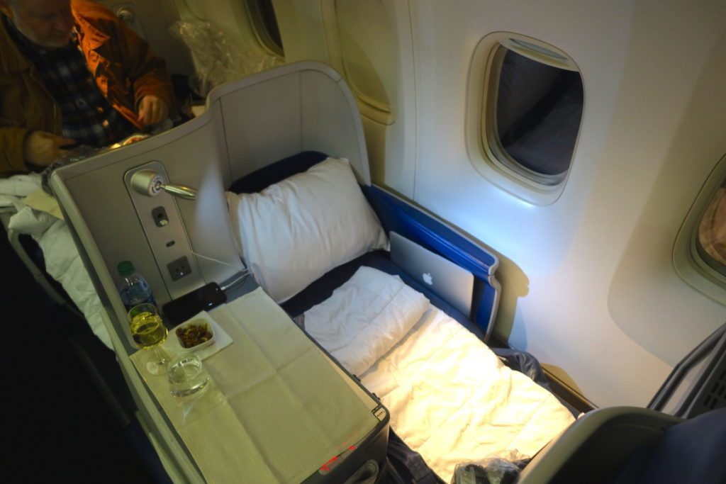Delta Air Lines Boeing 767-400ER Business Class (DELTA ONE) Delta partners with Westin on its bedding