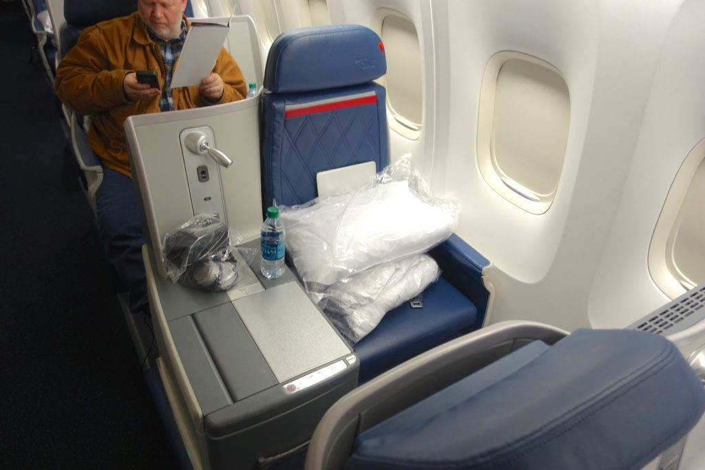 Delta Air Lines Boeing 767-400ER Business Class (DELTA ONE) Window Seats Photos