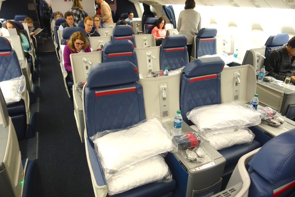Delta Air Lines Boeing 767-400ER Business Class (DELTA ONE) center section Seats Photos