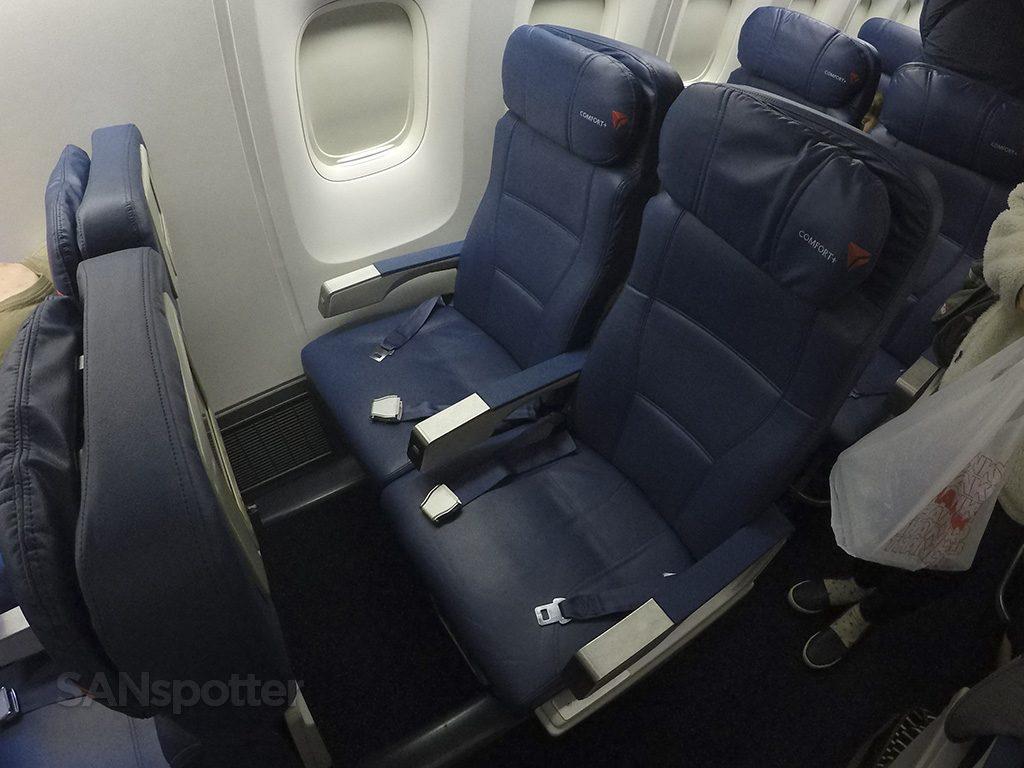 Delta-Air-Lines-Boeing-767-400ER-Premium-Economy-Comfort-Seats-Photos-@SANspotter.jpg