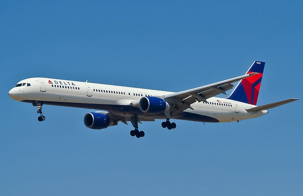 Delta Air Lines Boeing B757-351 N586NW Final Approach at LAX Los Angeles International Airport