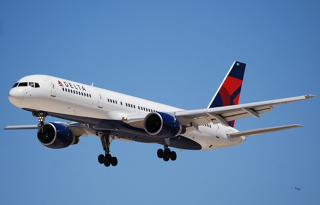 Delta Air Lines Fleet Boeing 757-232 N611DL Final Approach Photos