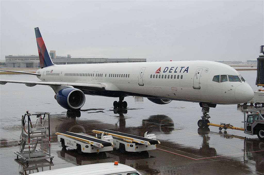 Delta Air Lines Fleet Boeing 757-300; N585NW @MSP Minneapolis–Saint Paul International Airport