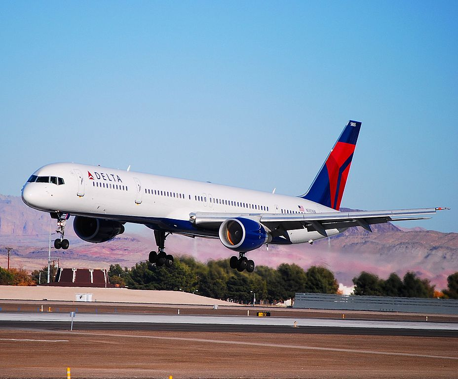 Delta Air Lines Fleet Boeing 757-351 N585NW Landing at Las Vegas McCarran International Airport (IATA- LAS, ICAO- KLAS, FAA LID- LAS) Photos