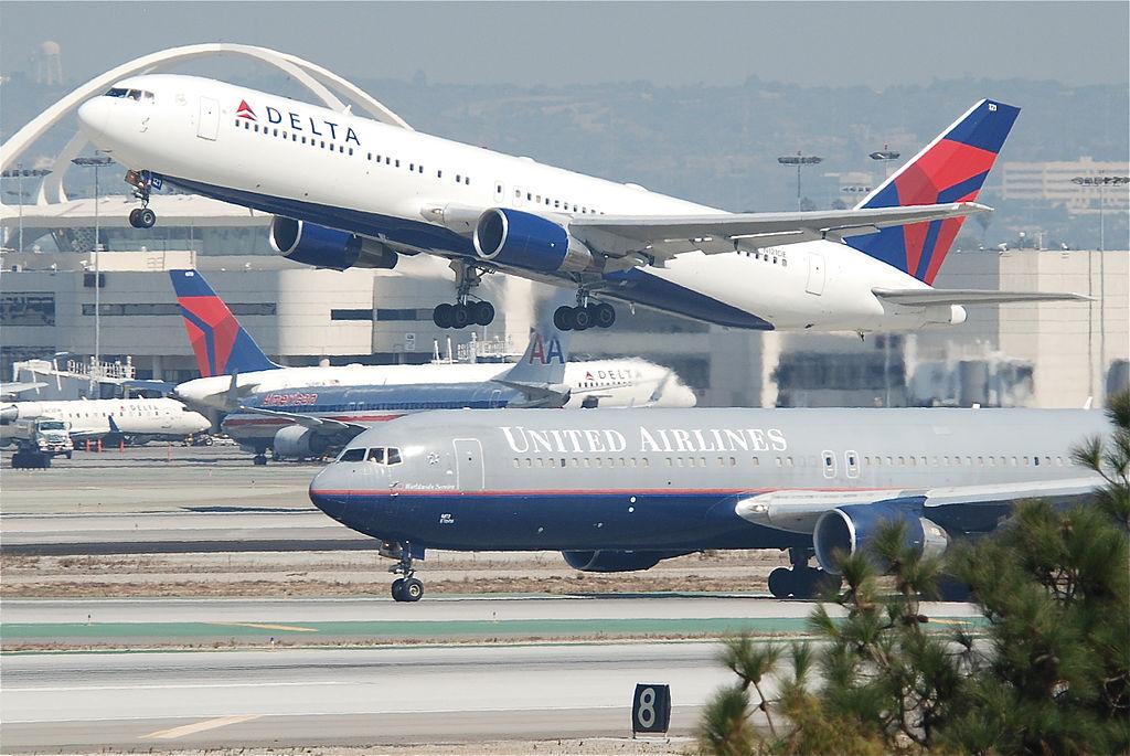 Delta Air Lines Fleet Boeing 767-300 N121DE @LAX Airport 11.10.2011