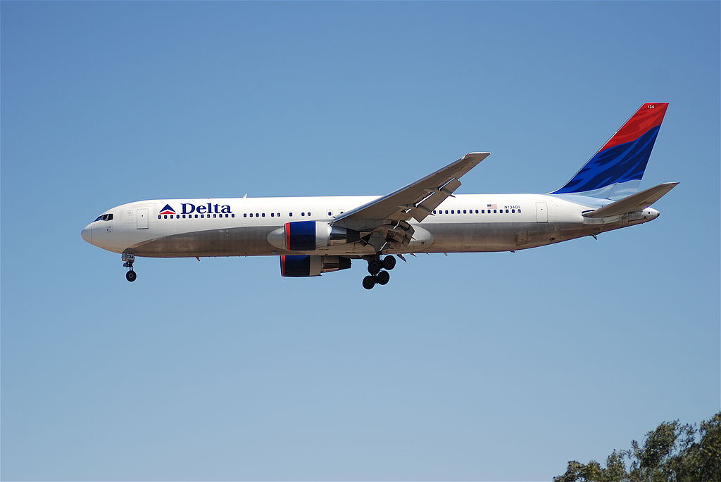 Delta Air Lines Fleet Boeing 767-300 N134DL on Final Approach @LAX Airport