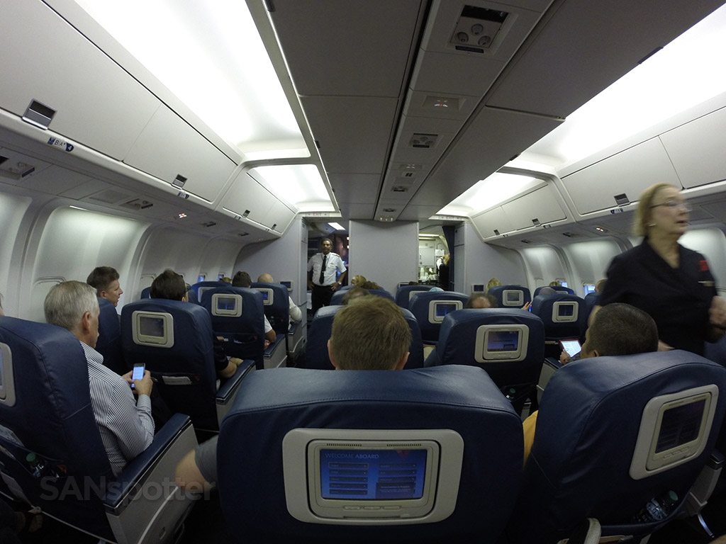 Delta-Air-Lines-Fleet-Boeing-767-300-domestic-first-class-cabin-back-row-view-Photos-@SANspotter.jpg