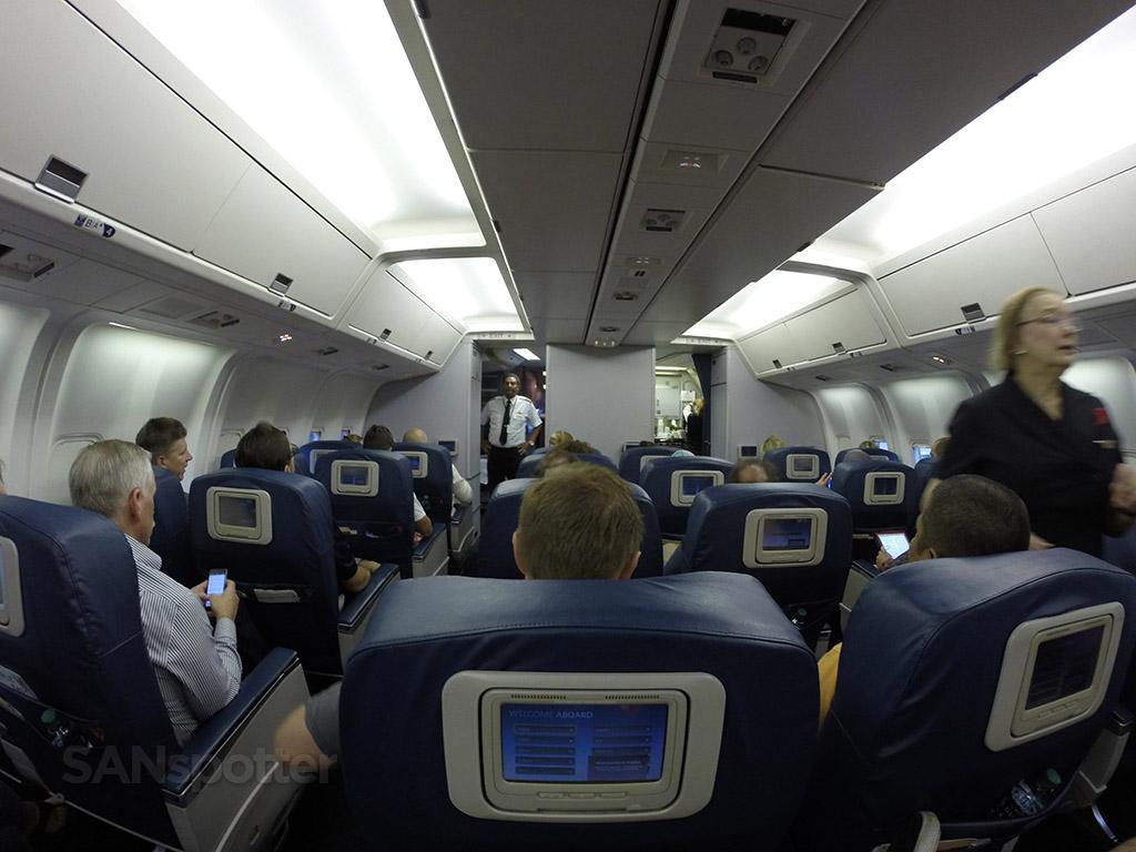 Delta-Air-Lines-Fleet-Boeing-767-300-domestic-first-class-cabin-back-row-view-Photos-@SANspotter.jpg