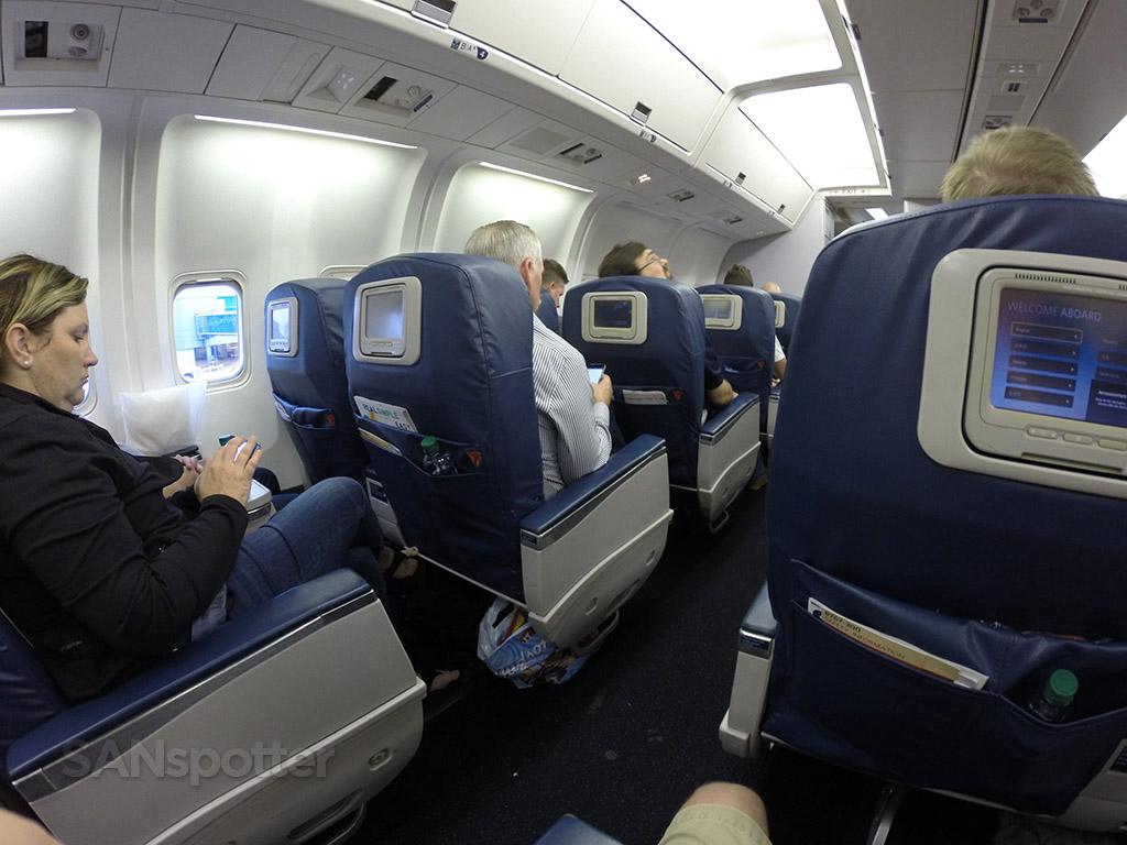 Delta-Air-Lines-Fleet-Boeing-767-300-domestic-first-class-cabin-view-Photos-@SANspotter.jpg