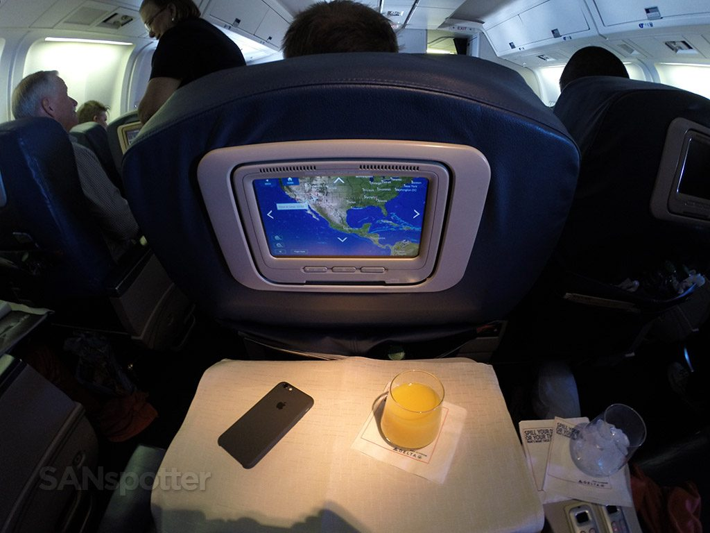 Delta-Air-Lines-Fleet-Boeing-767-300-domestic-first-class-drink-service-came-shortly-after-departure-@SANspotter.jpg