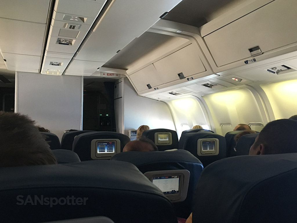 Delta Air Lines Fleet Boeing 767-300 domestic first class middle section cabin photos @SANspotter