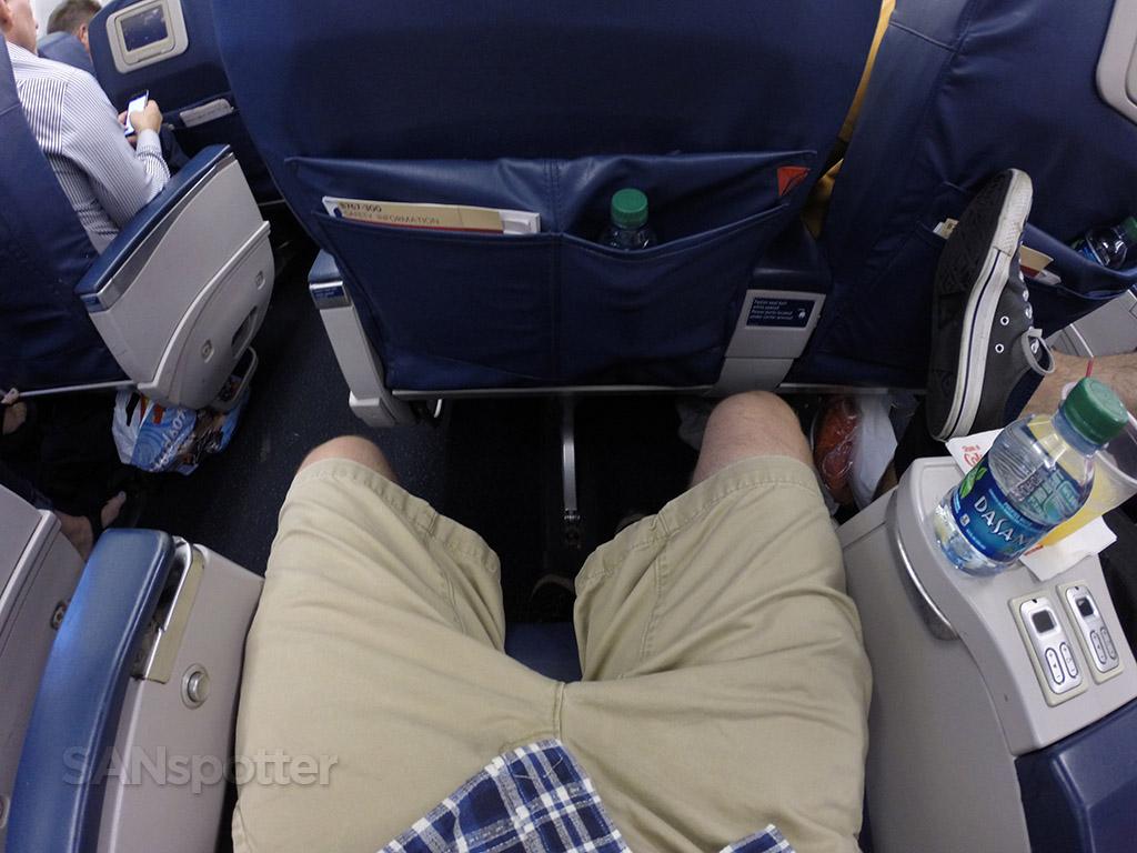 Delta-Air-Lines-Fleet-Boeing-767-300-domestic-first-class-seats-pitch-legroom-Photos-@SANspotter.jpg