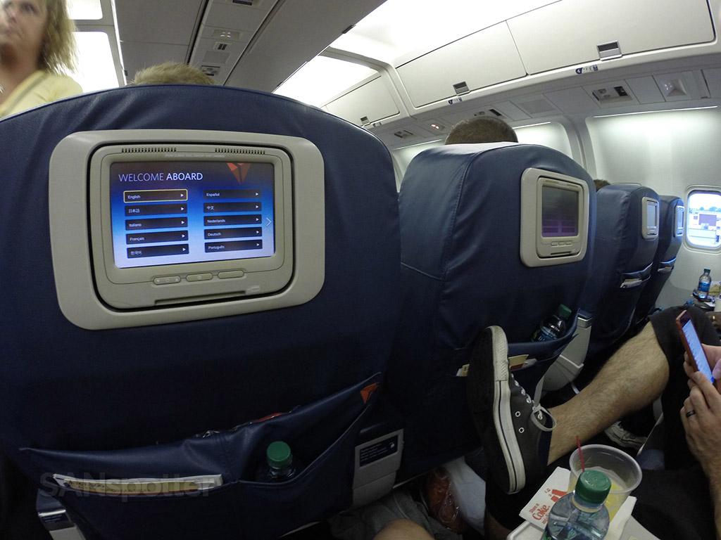 Delta-Air-Lines-Fleet-Boeing-767-300-domestic-first-class-seats-pitch-tight-legroom-Photos-@SANspotter.jpg