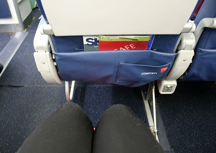 Delta Air Lines Fleet Boeing 767-300ER non-bulkhead Delta Comfort+ (premium economy) seat pitch legroom photos
