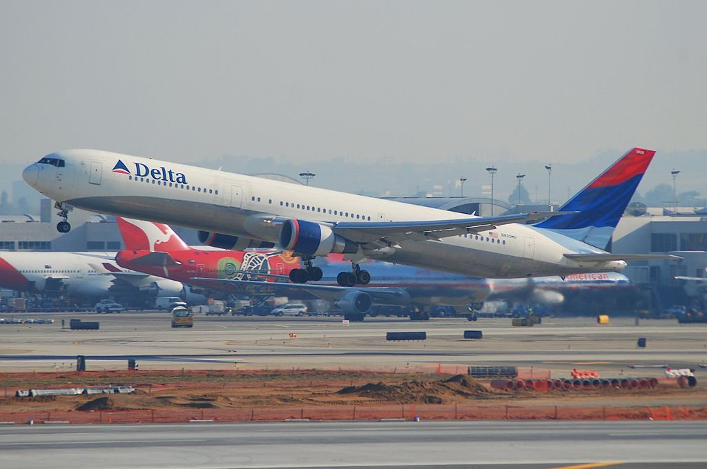 Delta Air Lines Fleet Boeing 767-432ER; N830MH @LAX Los Angeles International Airport