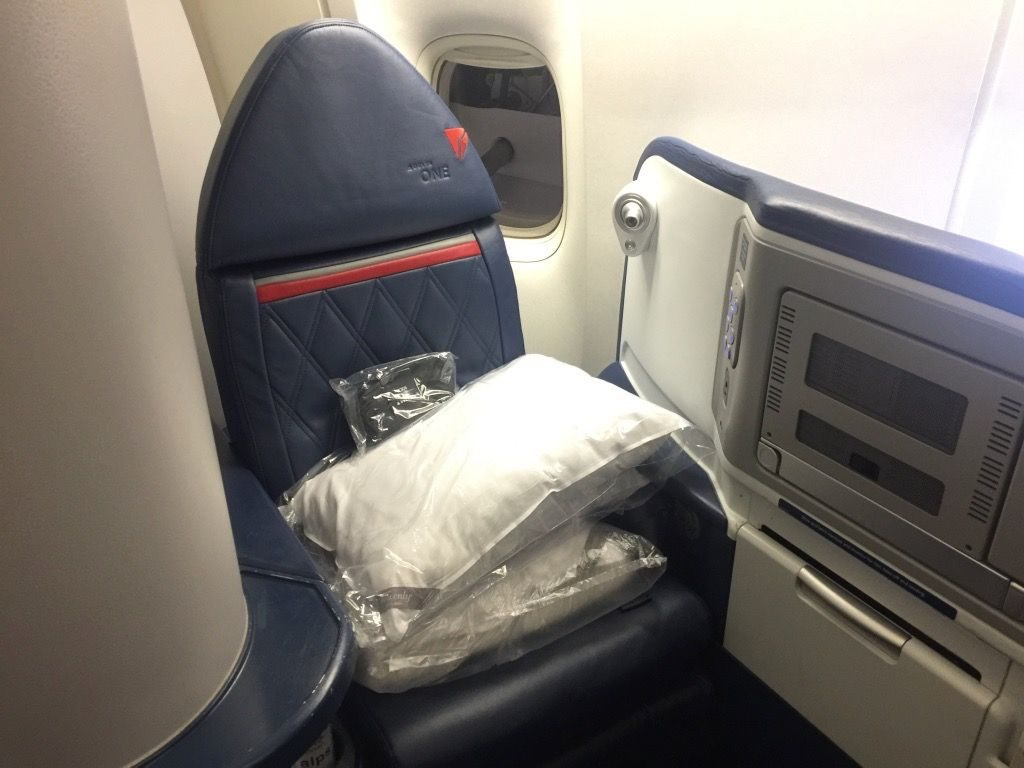 Delta Air Lines Fleet Boeing 777-200ER Business Elite Class (DELTA ONE) Seats Photos