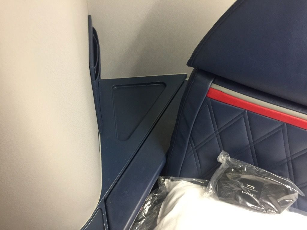 Delta Air Lines Fleet Boeing 777-200ER Business Elite Class (DELTA ONE) extra storage space between the seat and the closet