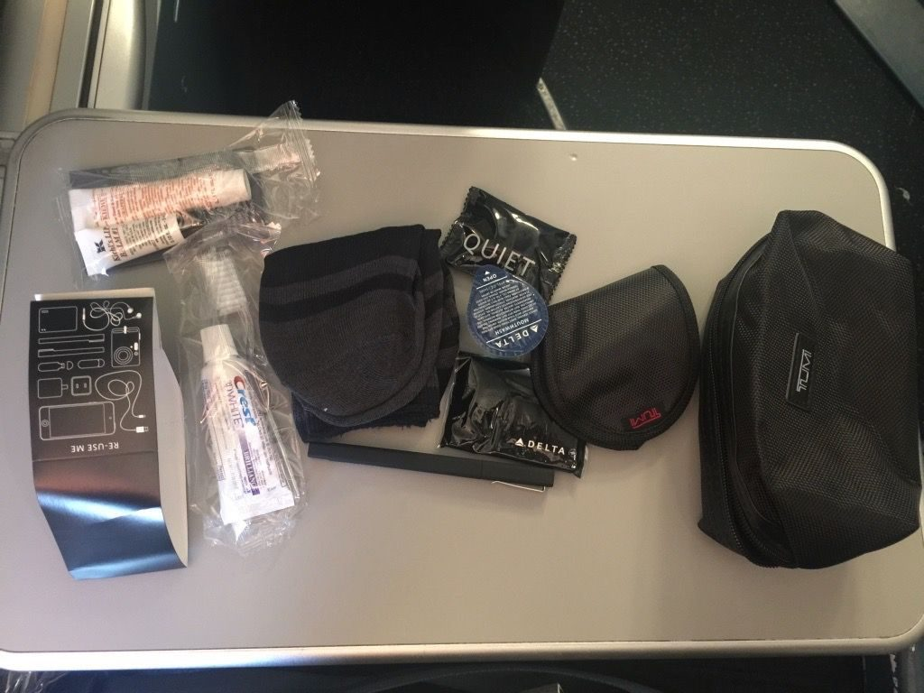 Delta Air Lines Fleet Boeing 777-200ER Business Elite Class (DELTA ONE) inflight amenities kit photos