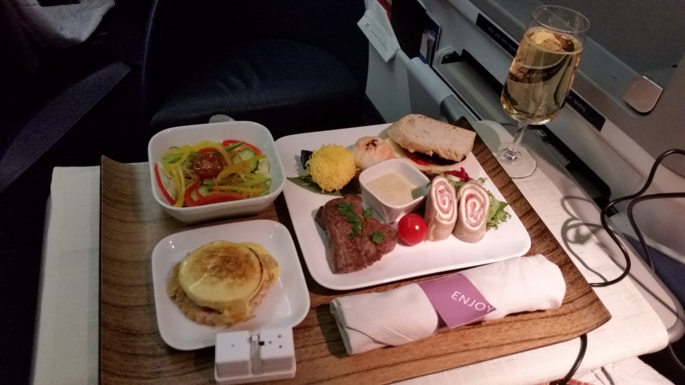Delta Air Lines Fleet Boeing 777-200ER Business Elite Class (DELTA ONE) inflight meal services dinner main course menu