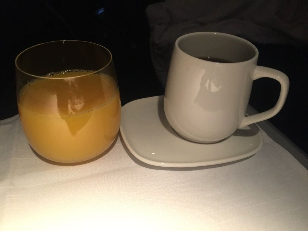 Delta Air Lines Fleet Boeing 777-200ER Business Elite Class (DELTA ONE) pre-arrival beverages services