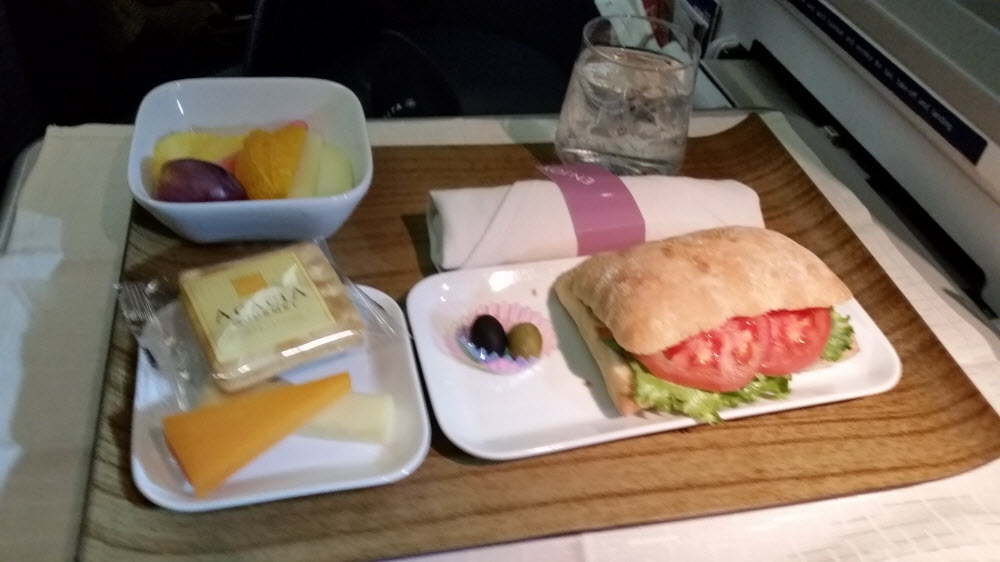 Delta Air Lines Fleet Boeing 777-200ER Business Elite Class (DELTA ONE) pre-arrival meal services photos