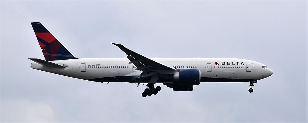 Delta Air Lines Fleet Boeing 777-200ER N707DN on final approach to rwy. 26R at Atlanta-ATL,Georgia,U.S.A.,08:02:17