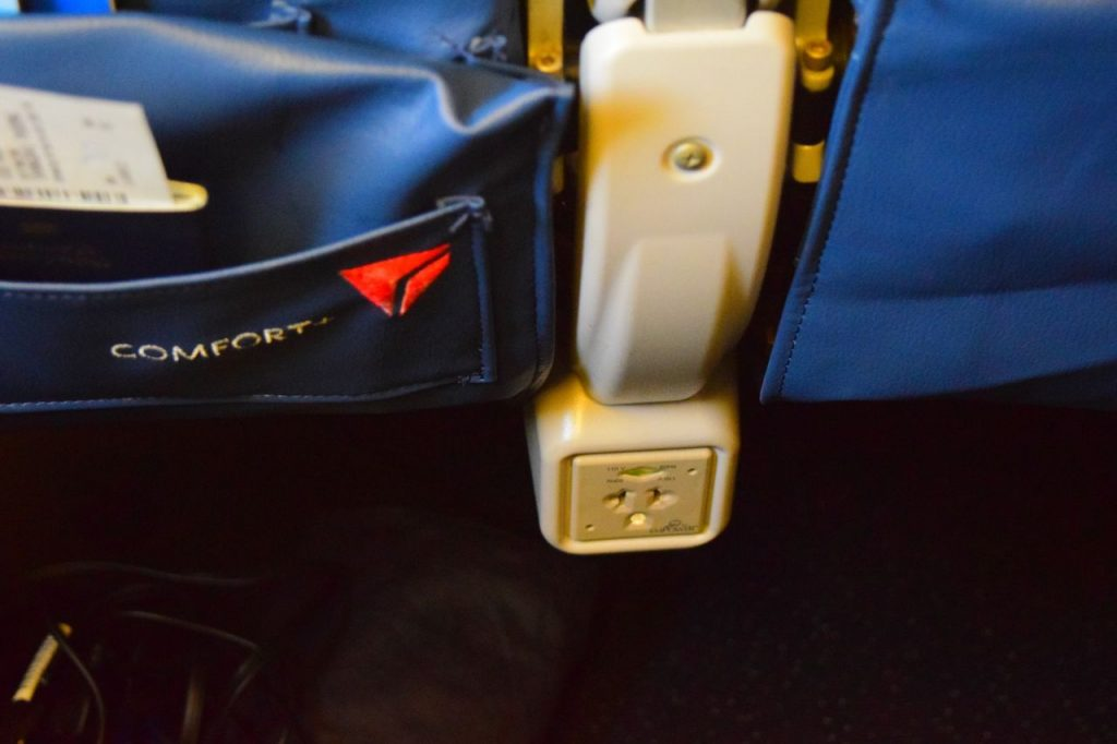 Delta Air Lines Fleet Boeing 777-200ER Premium Economy (Comfort+) USB:AC power ports photos