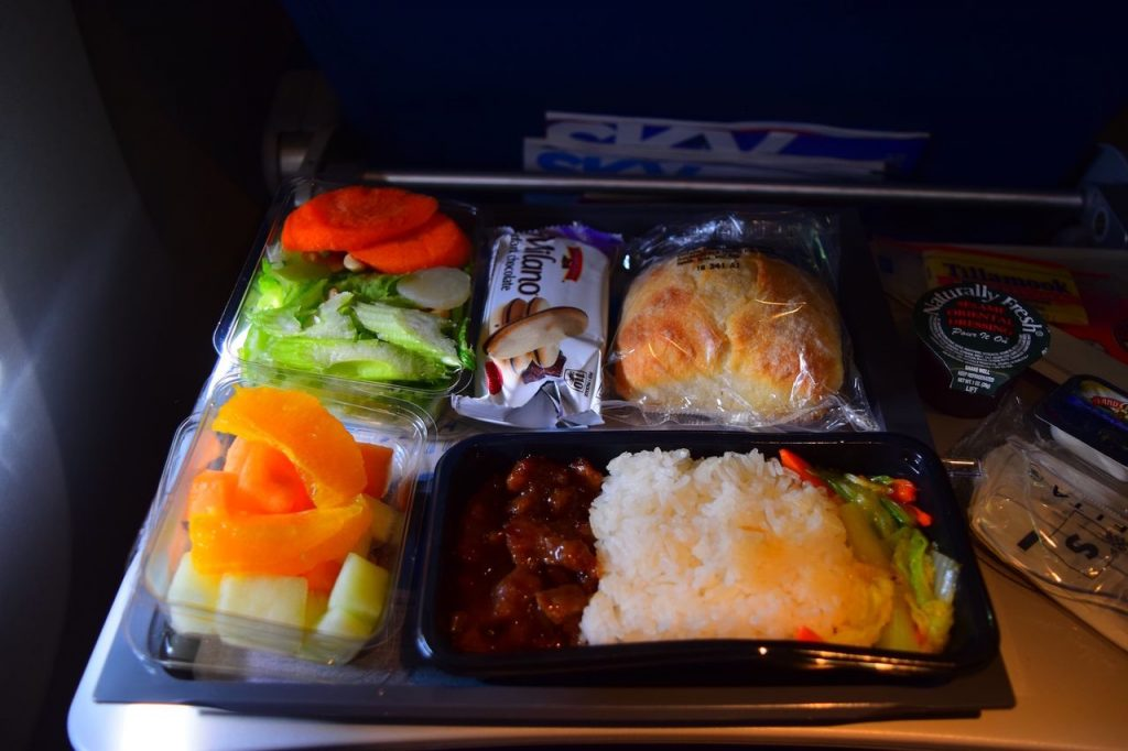 Delta Air Lines Fleet Boeing 777-200ER Premium Economy (Comfort+) inflight amenities food meal service