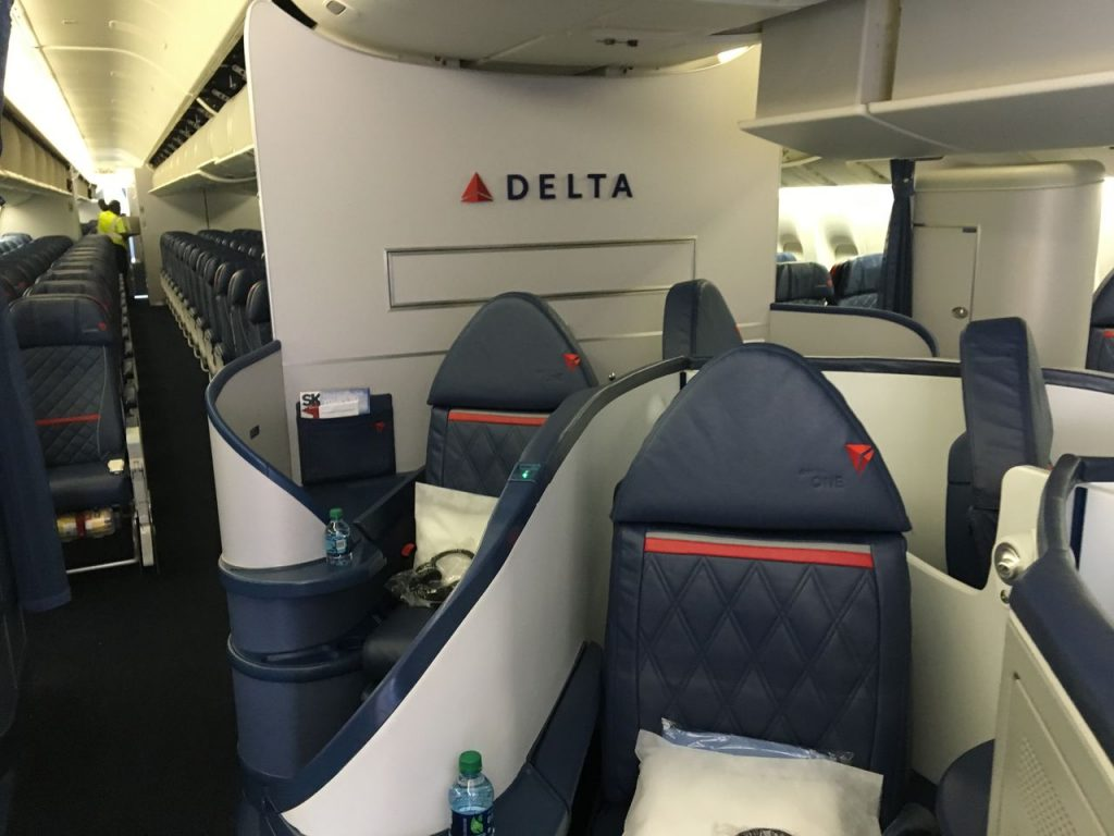 Delta Air Lines Fleet Boeing 777-200LR Domestic First:Business Class:Delta ONE Cabin Photos