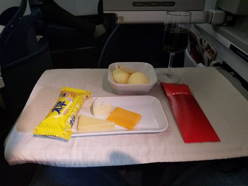 Delta Air Lines Fleet Boeing 777-200LR business elite:Delta ONE class cabin inflight meal services appetizer, salad, soup, main, cheese, and dessert photos-4