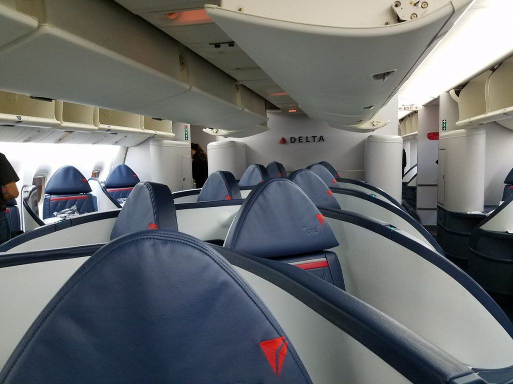 Delta Air Lines Fleet Boeing 777-200LR business elite:Delta ONE class cabin interior photos