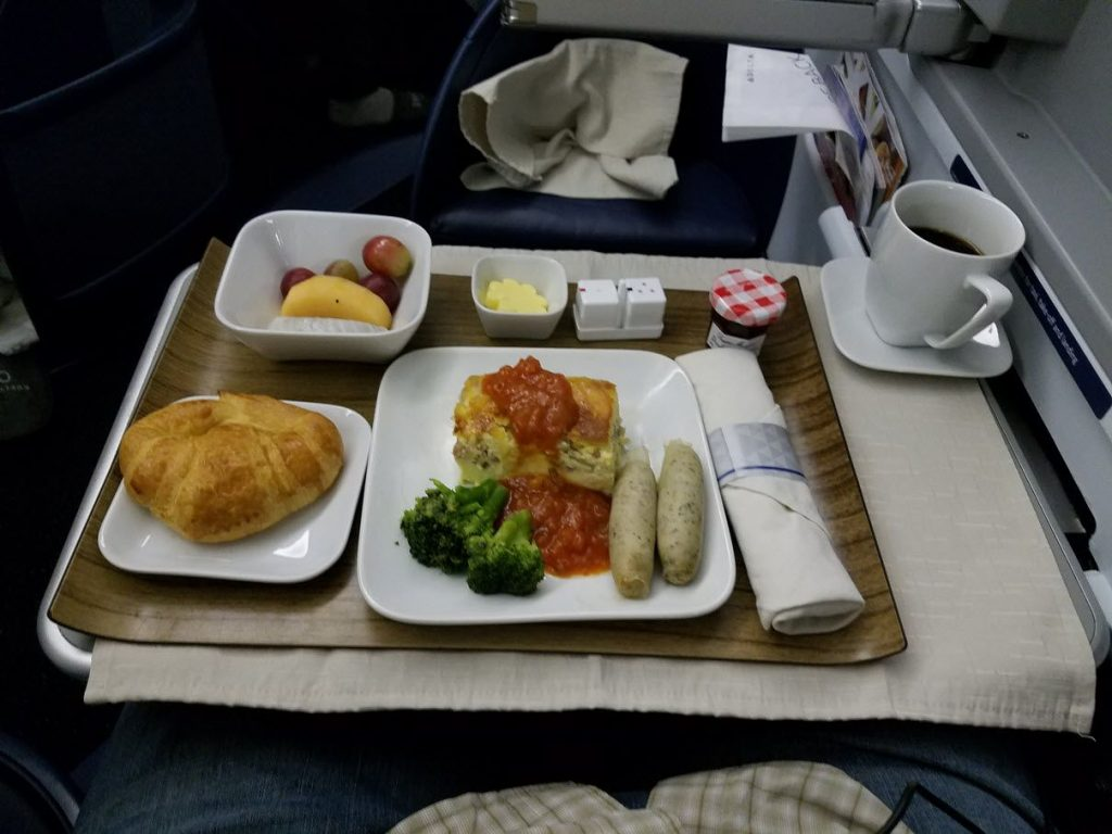 Delta Air Lines Fleet Boeing 777-200LR business elite:Delta ONE class cabin pre-arrival meal services