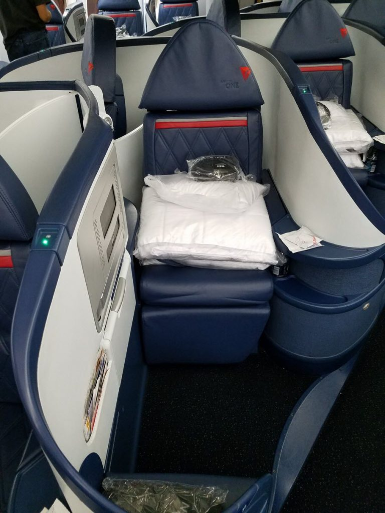 Delta Air Lines Fleet Boeing 777-200LR business elite:Delta ONE class private seats pitch and legroom photos