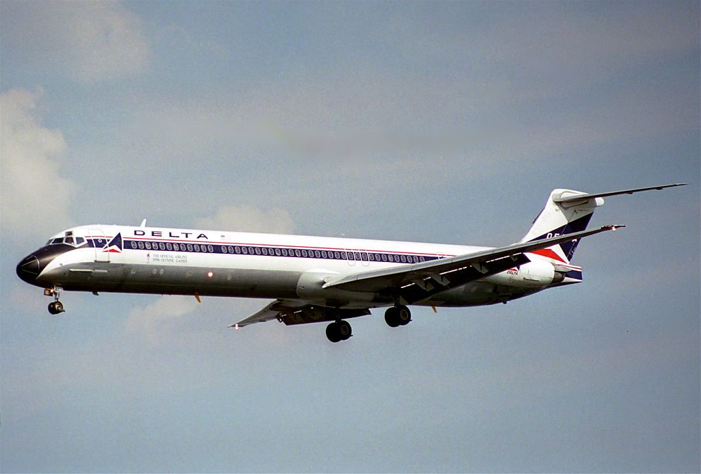 Delta Air Lines Fleet McDonnell Douglas MD-88 N917DL short final @DCA Ronald Reagan Washington National Airport