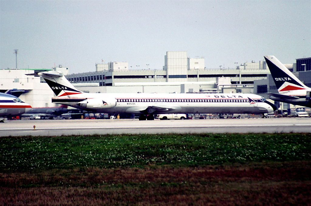 Delta Air Lines Fleet McDonnell Douglas MD-88 N951DL @MIA Miami International Airport 31.01.1998