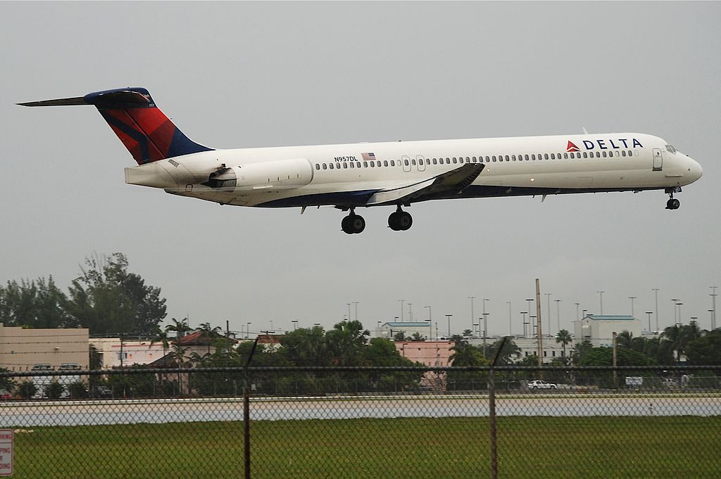 Delta Air Lines Fleet McDonnell Douglas MD-88 N957DL @MIA Miami International Airport 17.10.2011
