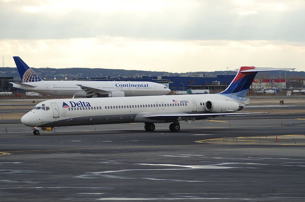 Delta Air Lines Fleet McDonnell Douglas MD-88 N972DL taxiing @EWR Newark Liberty International Airport