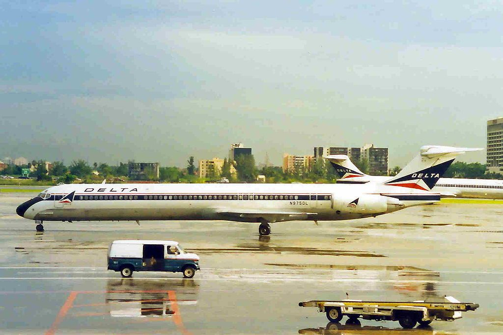 Delta Air Lines Fleet McDonnell Douglas MD-88 N975DL old:retro livery colors @MIA Miami International Airport