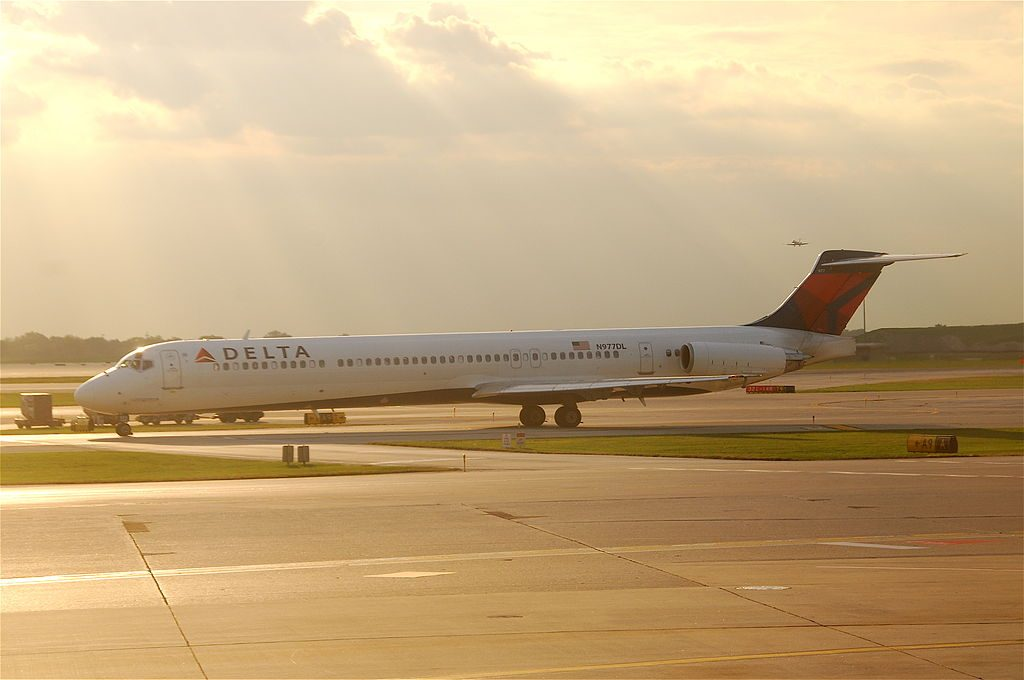 Delta Air Lines Fleet McDonnell Douglas MD-88 N977DL taxiing @ORD O'Hare International Airport