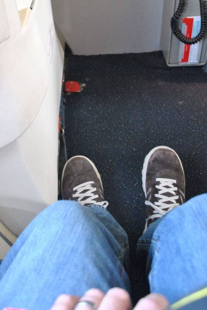 Delta Air Lines Fleet McDonnell Douglas MD-90-30 (M90) Premium Economy (Comfort+) Seats Pitch Legroom Photos