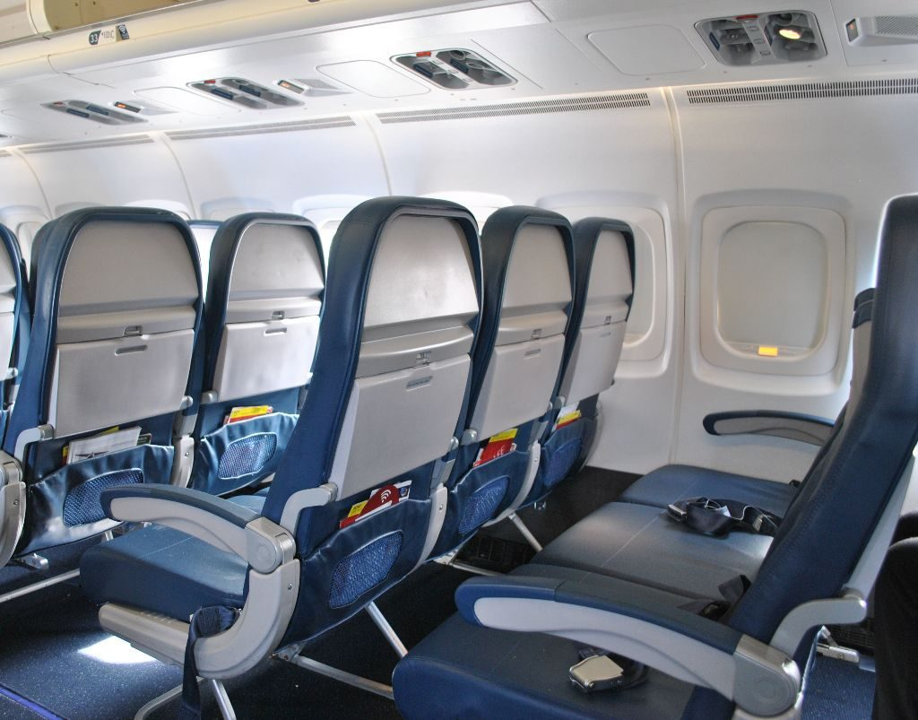 Delta Air Lines Fleet McDonnell Douglas MD-90-30 (M90) Premium Economy (Comfort+) Seats Row Photos