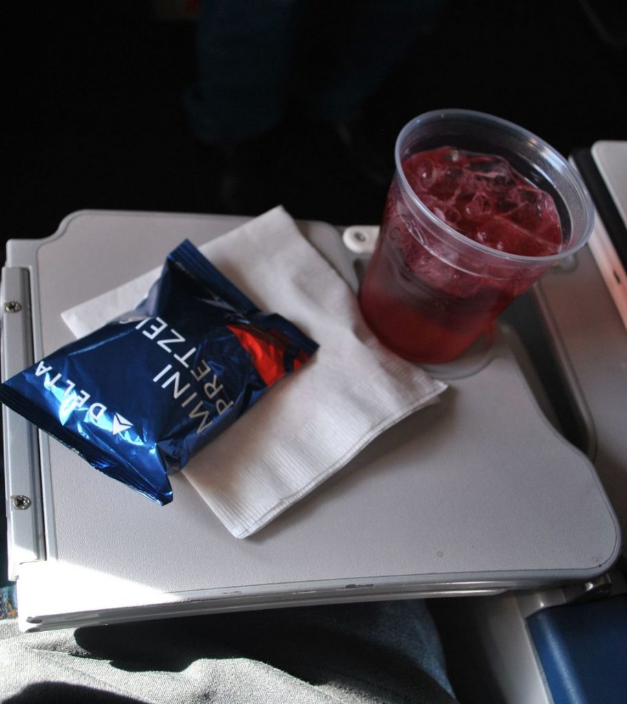Delta Air Lines Fleet McDonnell Douglas MD-90-30 (M90) Premium Economy (Comfort+) beverages inflight amenities snack and drink services
