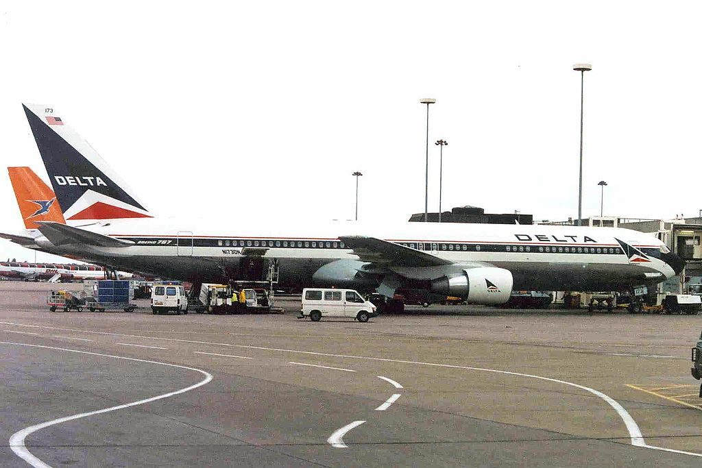 Delta Air Lines Fleet N173DN Boeing B767-332ER (old livery) at Manchester Airport Augustus 1991